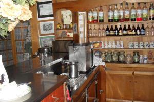 Le bar du Refuge du Moure (Lozère)