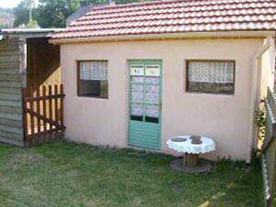 La cabane de nos compagnons à 4 pattes au Refuges du Moure (Lozère)